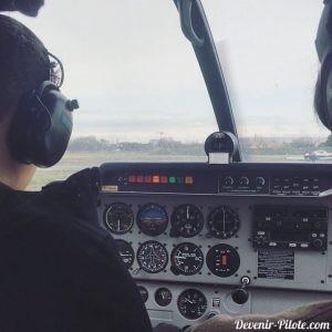 Romain apprend à piloter sur le DR400 F-GNNI à Montpellier