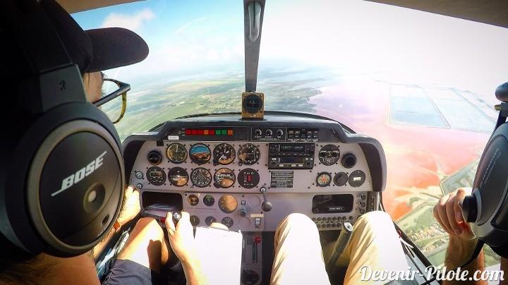 Au-dessus d'Aigues Mortes. Vol local en Dr400 autour de la CTR de Montpellier (LFMT).