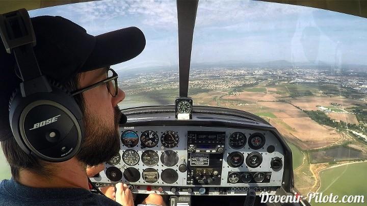 Volo Solo à LFMT - vent arrière piste 12 droite