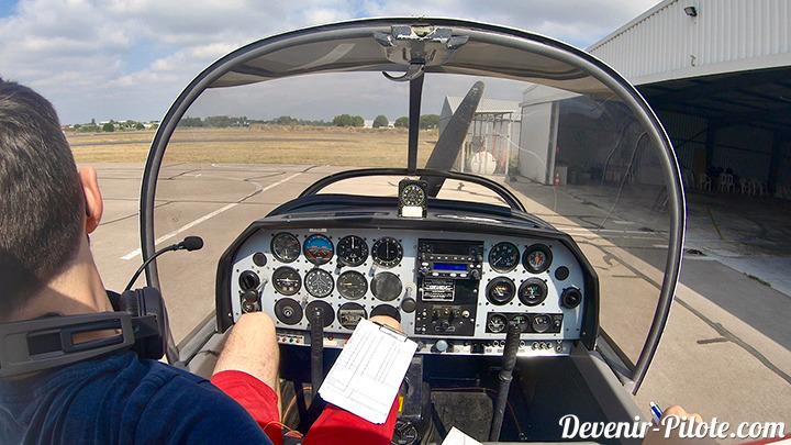 élève pilote PPL à l'arrivé d'un vol Solo à l'Aéroclub de Montpellier