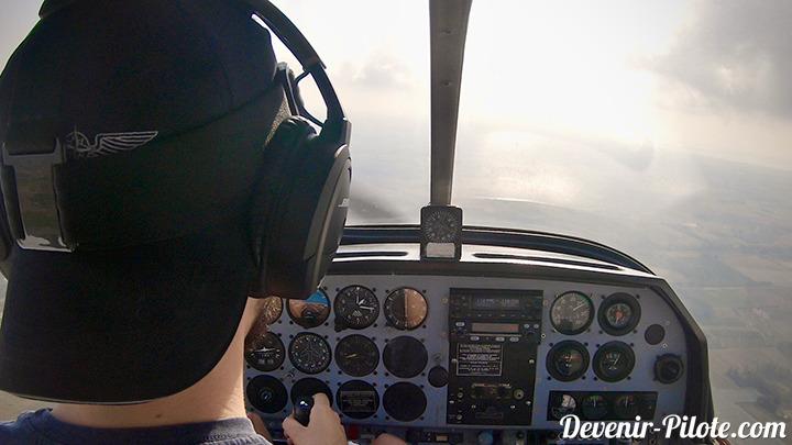 Savigation Solo VFR pour la Licence de Pilote Privé (PPL) dans un avion dr400