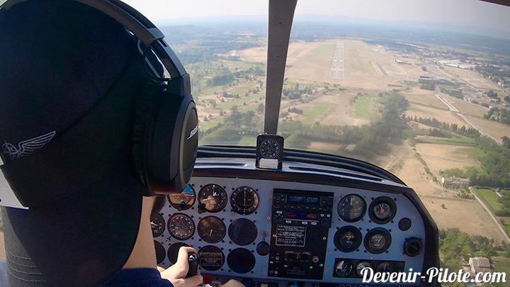 Navigation Solo d'un élève pilote PPL en approche Finale piste 17 à l'aéroport d'Avignon (LFMV)